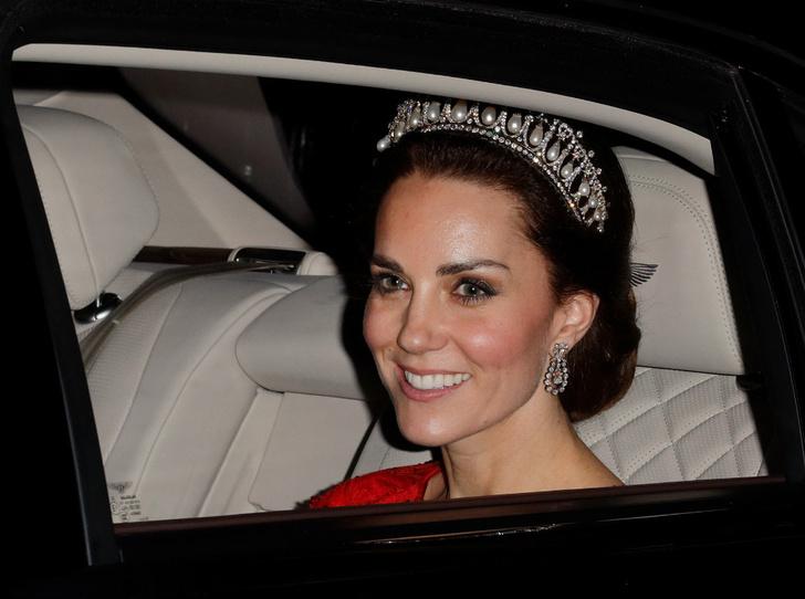 Фото №3 - Дебют принцессы: когда Шарлотта сможет надеть тиару
