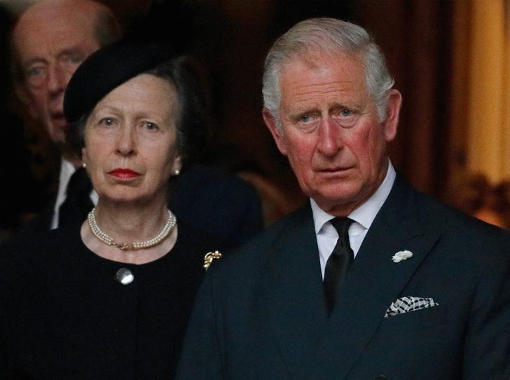 Фото №1 - Брат против сестры: ссора, разделившая принца Чарльза и принцессу Анну