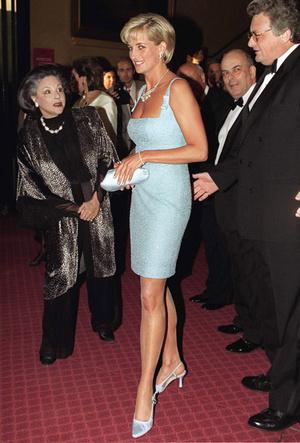 Фото №9 - Искусство провокации: как королевские модницы носят мини