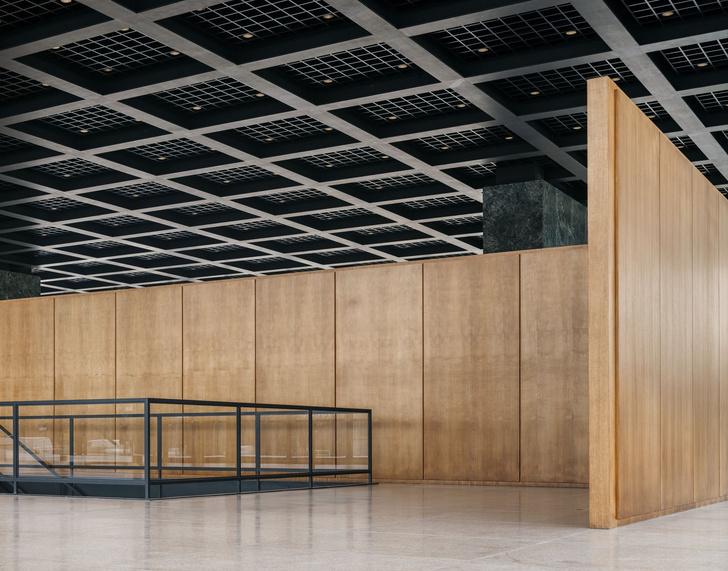Фото №5 - Последнее здание Людвига Миса ван дер Роэ открылось после реконструкции