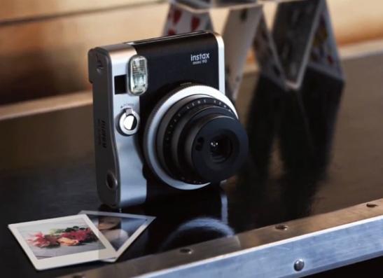 Фото №1 - Fujifilm Instax выпустит новую модель фотоаппарата