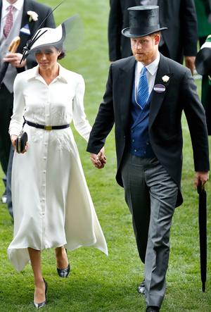 Фото №7 - Почему Гарри не берет Меган за руку в присутствии королевы