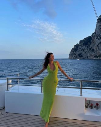 Фото №3 - Тренд сезона: ярко-зеленое платье как у Кендалл Дженнер