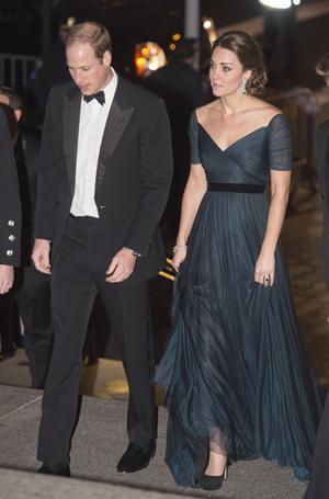 Фото №7 - 15 примеров, когда королевские особы надевали одно и то же вечернее платье несколько раз