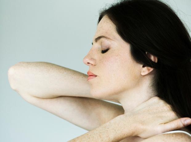 Фото №2 - Советы остеопата: как избавиться от боли при менструации