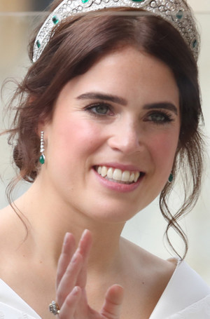 Фото №23 - Настоящая принцесса: свадебный образ Евгении Йоркской