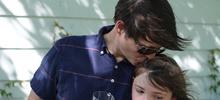 «Отец целует 9-летнюю дочь вгубы»