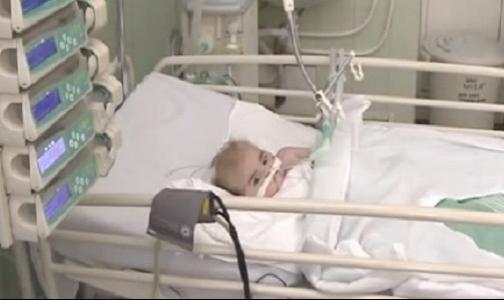 Фото №1 - В Педиатрический университет из Славянска доставили тяжелобольного ребенка