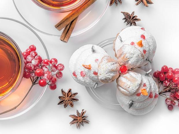 Фото №2 - Новогодние сладости: пряничный домик, снеговик из безе и полено