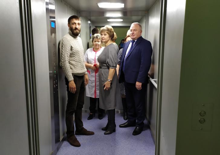 Фото №2 - В одной из больниц Вологодской области торжественно открыли новый лифт (фото)
