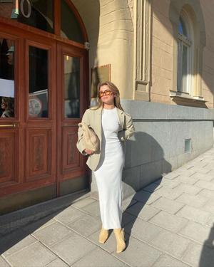 Фото №1 - Длинное трикотажное платье— одна из главных покупок весны: показывает Матильда Джерф