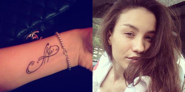 Виктория Дайнеко без макияжа и с новой татуировкой.
