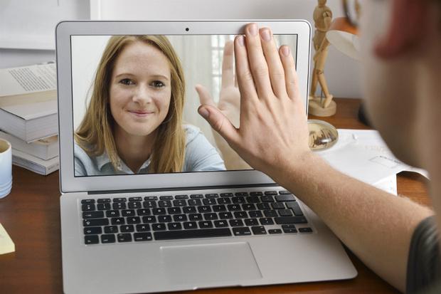 Фото №1 - Вопрос дня: Есть ли будущее у отношений на расстоянии?