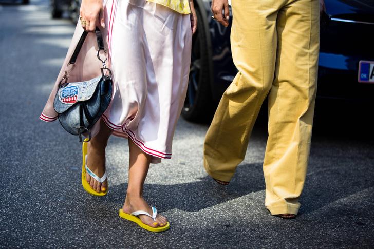 Фото №1 - Летние прогулки: стильная обувь для теплой погоды