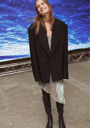 Фото №5 - Идеальные блейзеры и необычные джемперы: как выглядит новая коллекция H&M Studio SS21