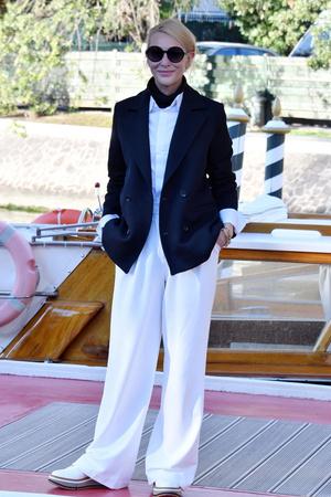Фото №1 - Расслабленный шик: что Кейт Бланшетт надела на Венецианский кинофестиваль— 2020