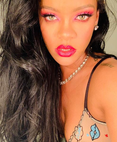 Фото №1 - Fenty Hair: Рианна открывает новый бренд косметики для волос