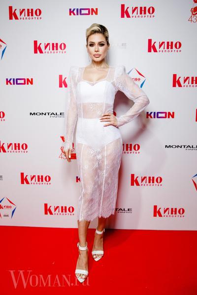 Фото №1 - «Голое» платье Потемкиной и ангельский наряд Бледанс: звезды посетили ежегодную White Party