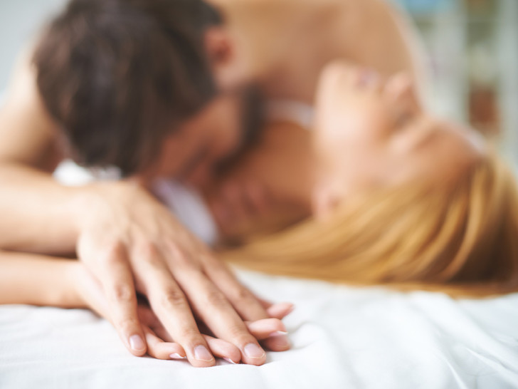 Фото №1 - Внекоитальные оргазмы: как получить удовольствие без проникновения