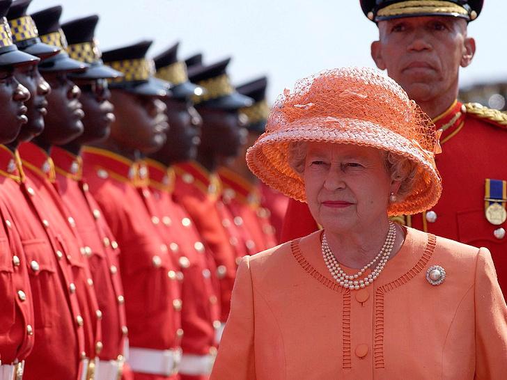 Фото №1 - 10 самых впечатляющих королевских туров Елизаветы, которые вошли в историю