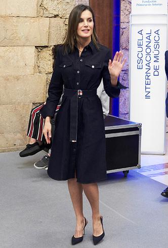 Фото №3 - 10 восхитительных джинсовых платьев, как у Меган Маркл и королевы Летиции