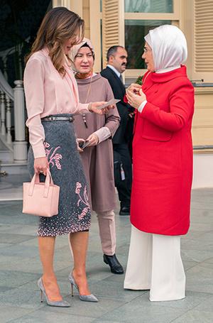 Фото №4 - Как королева Рания выбирает наряды (и почему она так редко говорит о моде)
