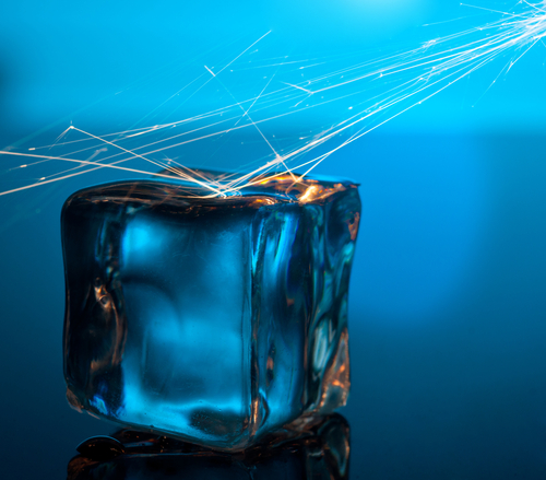 Фото №1 - Можно ли при помощи льда получить огонь?