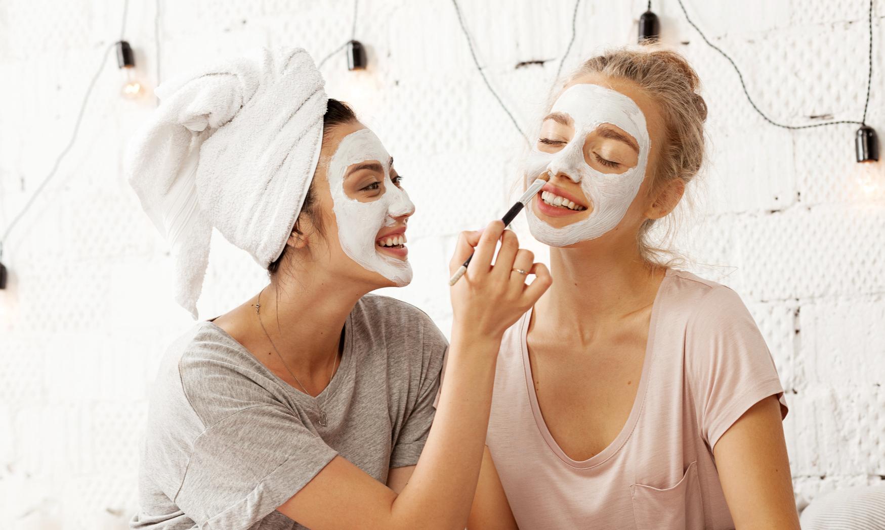Сделай сама: 6 домашних масок для сияющей кожи