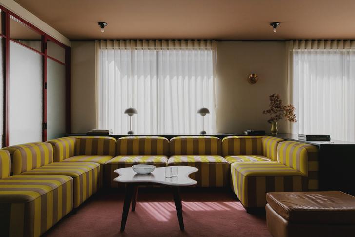 Фото №2 - Яркий офис в стиле mid-century в Лондоне