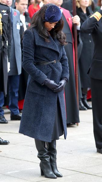 На Меган Маркл не сходится пальто