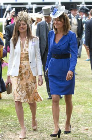 Фото №6 - Как (и зачем) Кейт и Кэрол Миддлтон меняются одеждой