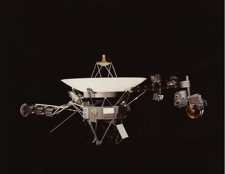 Фото №1 - НАСА предлагает выбрать поздравление «Вояджеру»