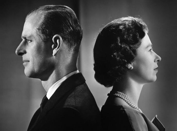 Фото №1 - Почему Королева и принц Филипп не жили вместе