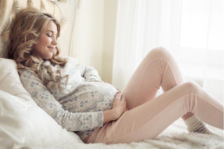 Фото №1 - Почему в роддом не пускают беременных с маникюром