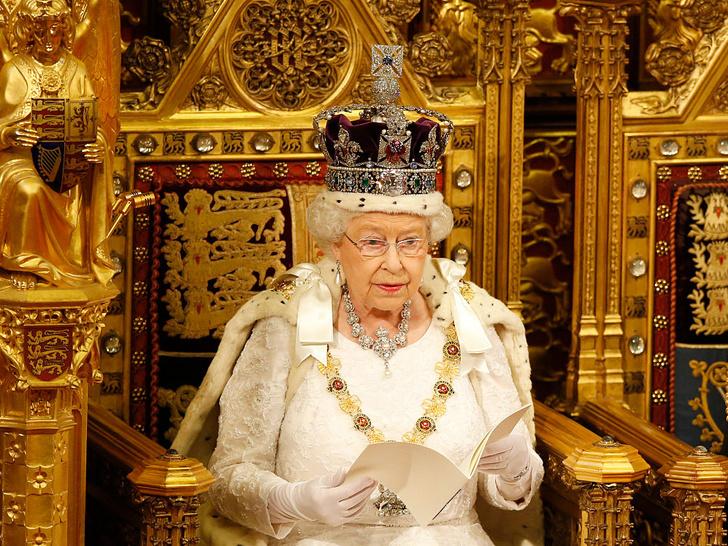 Фото №2 - Главное доказательство того, что Королева не собирается отрекаться от престола