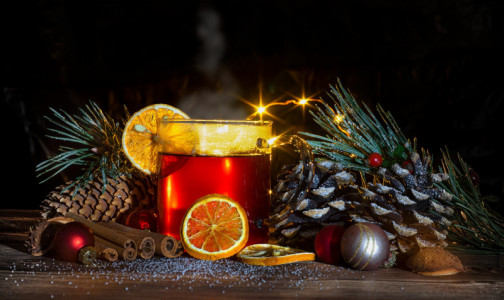 """Фото №1 - Диетологи рассказали, как приготовить полезный глинтвейн и какой """"зимний"""" напиток можно пить каждый день"""