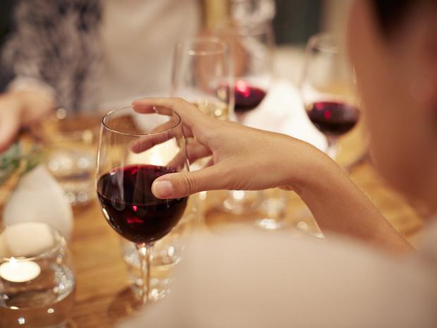 Фото №3 - Мифическая польза: почему бокал вина за ужином— это плохая привычка
