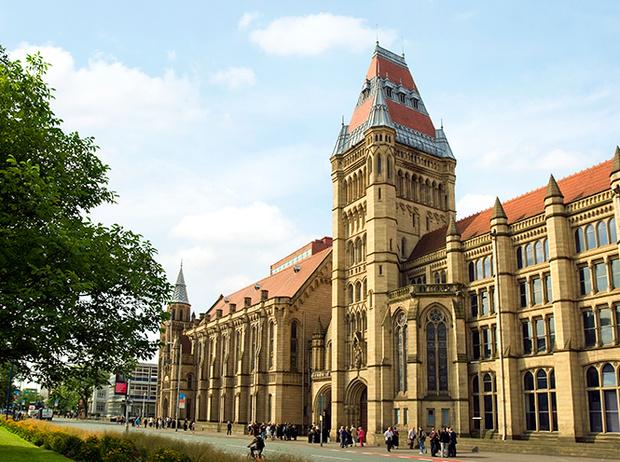 Фото №41 - Где учились принц Уильям, Кейт Миддлтон и Амелия Виндзор: лучшие британские университеты (часть 2)