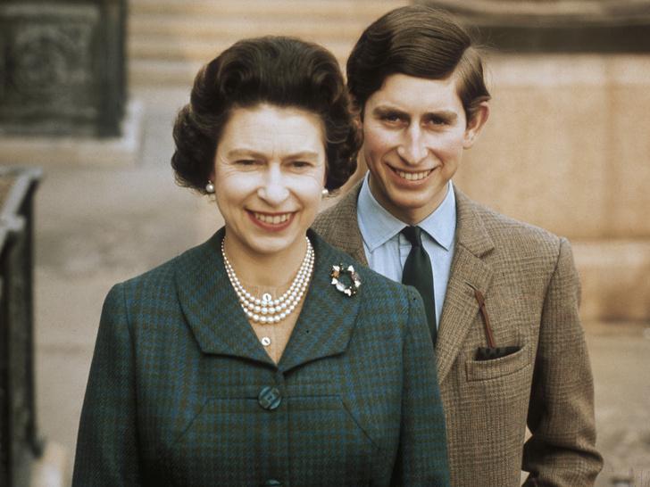 Фото №1 - Почему отношения Королевы и принца Чарльза всегда были непростыми
