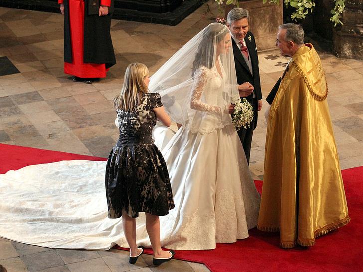 Фото №2 - 10 любопытных фактов о свадебном платье герцогини Кейт