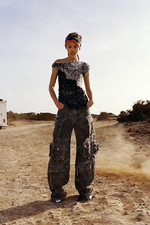 Фото №22 - Цветные шубы, вязаные брюки и венец из перьев: коллекция Attico осень-зима 2021