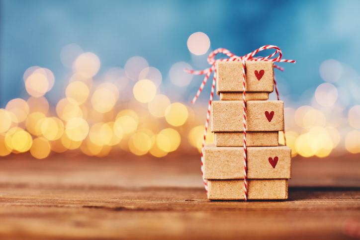Фото №1 - Совет Александра Литвина: как выбирать подарки на День святого Валентина и 23 февраля