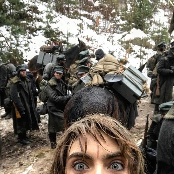 Фото №60 - Фейспалм и губы уточкой: самые смешные фото Кары Делевинь
