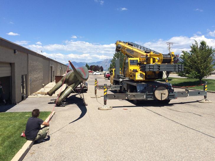 Фото №8 - Отец своими руками построил детям 14-метрового динозавра— детскую площадку (фото и видео)