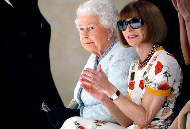 Фото №18 - Елизавета II доказала, что является главной иконой стиля Британии