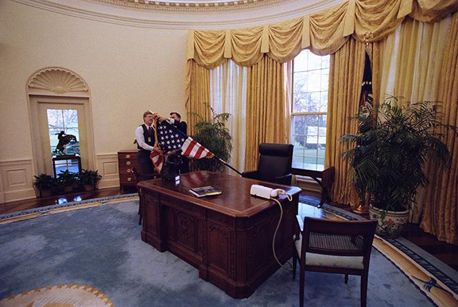 Фото №10 - Белый дом Дональда: кого дразнит Трамп?