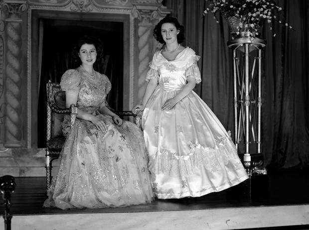 Фото №34 - Рождественский театр Виндзоров: как принцессы Елизавета и Маргарет поднимали боевой дух нации