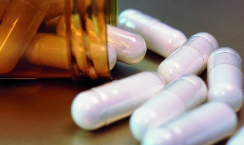 Фото №1 - Россия стала ввозить меньше лекарств из-за рубежа