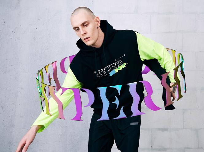 Фото №5 - Коллаборация ZNY и glo™ Hyper: одежда, «оживающая» в дополненной реальности