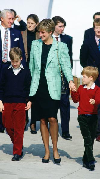 Фото №7 - Королевский кэжуал: как Диана носила объемные пиджаки